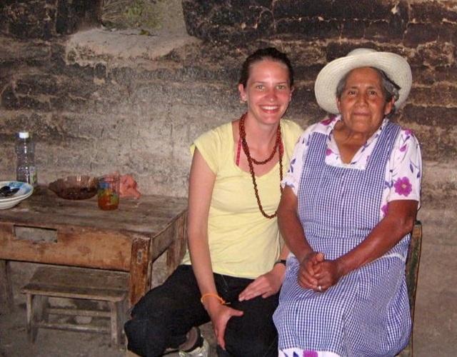 Anne Bécel Montagnes Pueblos mancomunados dame âgée