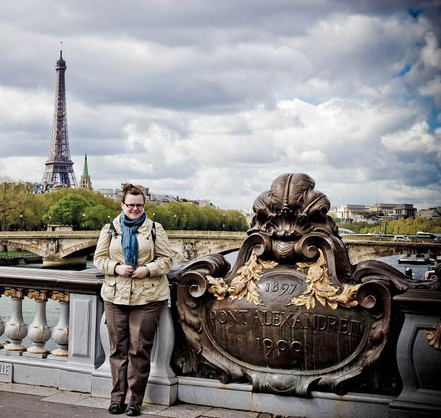 Jennifer sur le pont Alexandre III par Jérôme Brédiger