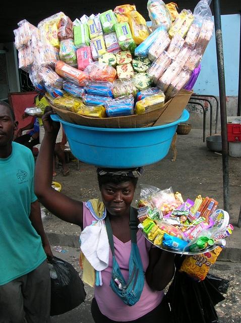 La vendeuse ambulante par Isabelle Charette Haïti