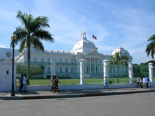 Le palais présidentiel avant son effondrement par Isabelle Charette Haïti
