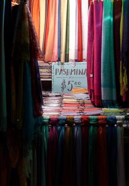 Procurez-vous des foulards à petits prix à l'étranger par Jonesxxx Flickr
