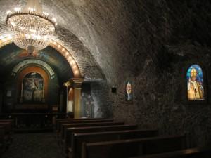 Chapelle avec vitraux du pape Jean Paul II