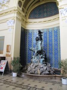 Statue dans l'entrée