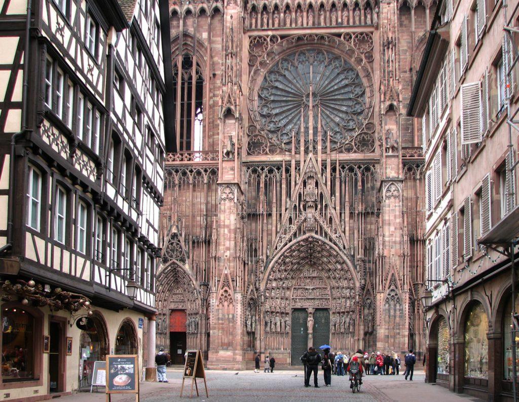 Coeur de Strasburg, rue Mercière, cathédrale et colombages