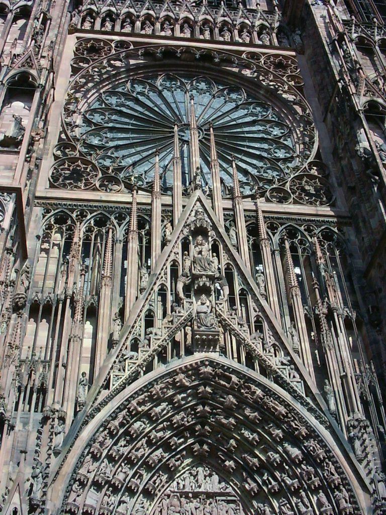 Façade de la cathédrale de Strasbourg, que voir en Alsace