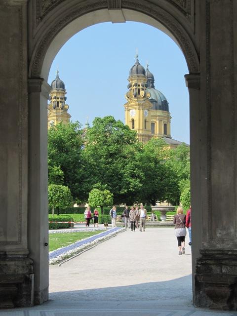 Theatinerkirche vue du Hofgarten Munich Allemagne