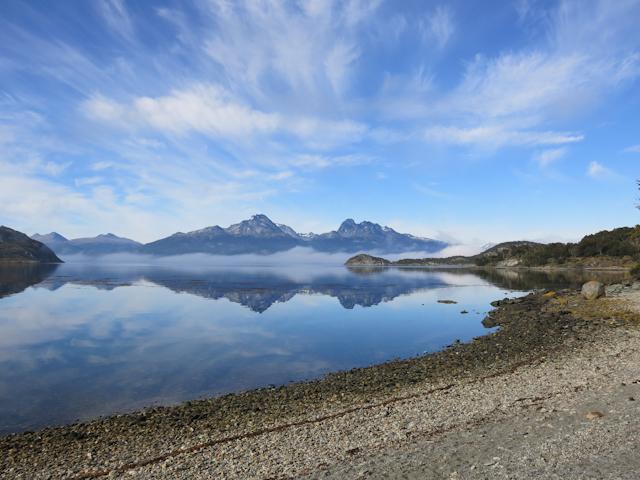 Reflets sur l'eau dans le parc Tierra del Fuego à Ushuaia
