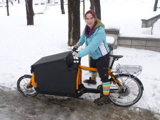 Anick-Marie et vélo-cargo électrique - SunTrip Suntrotteuse