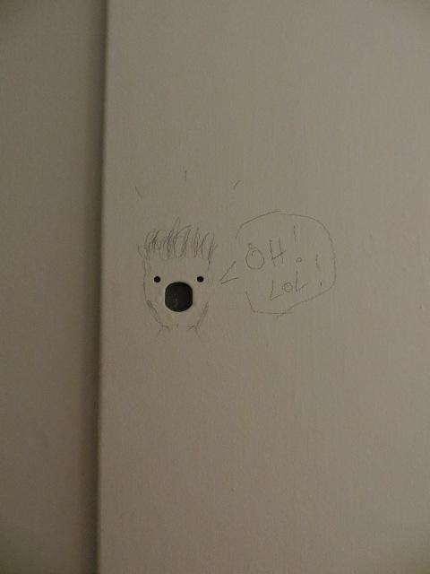 Un petit souvenir laissé au crayon de plomb sur mon panneau électrique