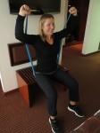 Exercices épaules avec bande élastique