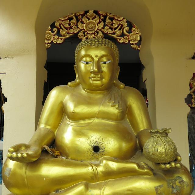 Un Bouddha plus rond - Wat Plai Laem Koh Samui Thailande