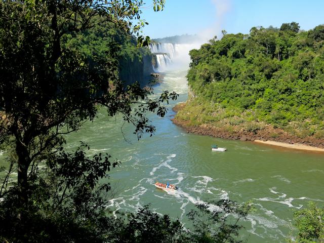 vue sur l'île San Martin des chutes d'Iguazu en Argentine