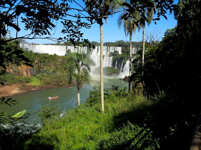 Première vue des Chutes d'Iguazu en Argentine