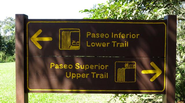 Deux sentiers (supérieur et inférieur) aux chutes d'Iguazu en Argentine