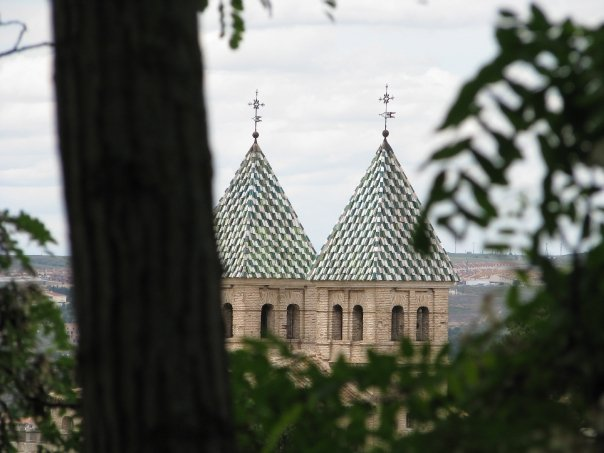 Jolie vue au détour d'une ruelle à Toledo en Espagne