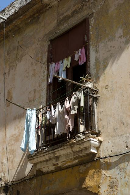 Lessive au balcon, La Havane, Cuba