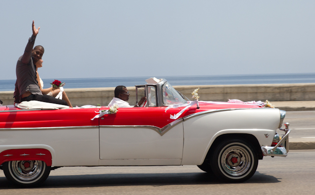 Mariage sur le Malecón, La Havane, Cuba