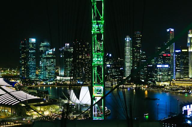 Singapour de nuit vue du Singapore Flyer