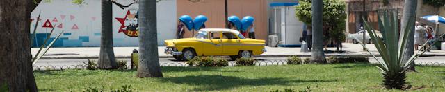 Taxi et coco-cabines à La Havane, Cuba