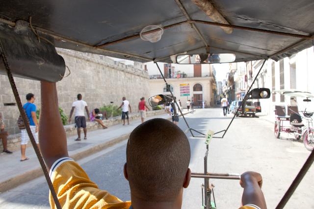 Vue du vélo-taxi, La Havane, Cuba