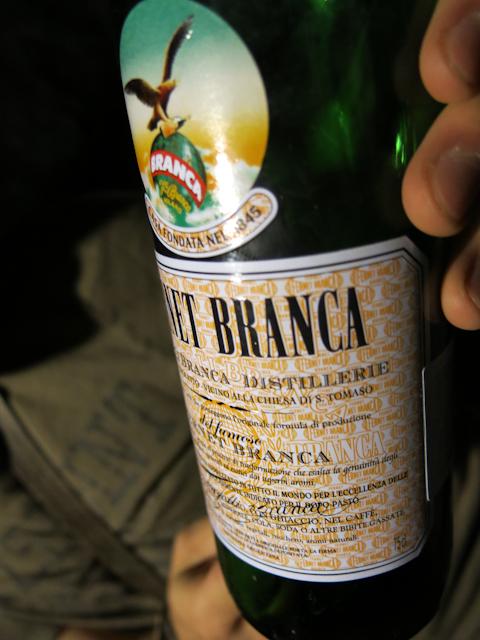Fernet, boisson italienne bue en Argentine