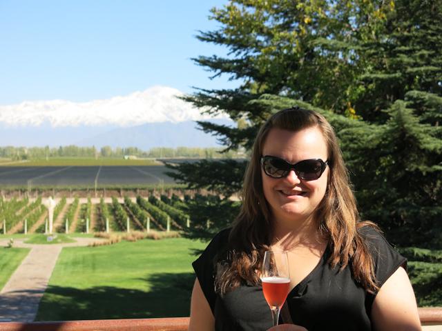 Jennifer dans les vignobles de Mendoza, Argentine