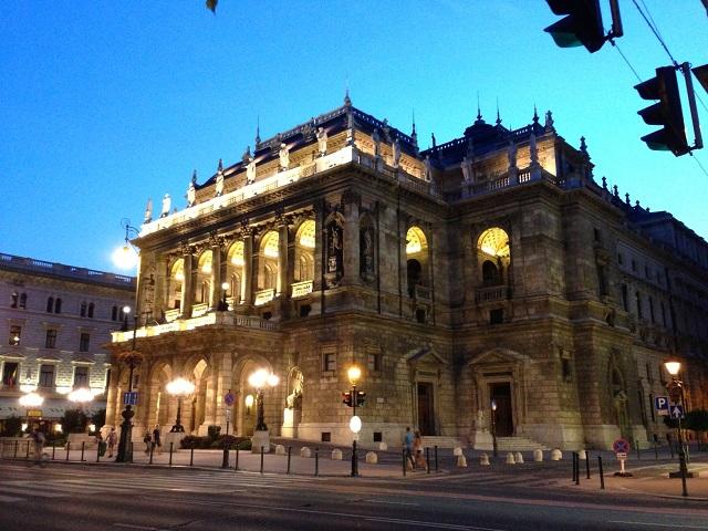 L'opéra de Budapest vu le soir