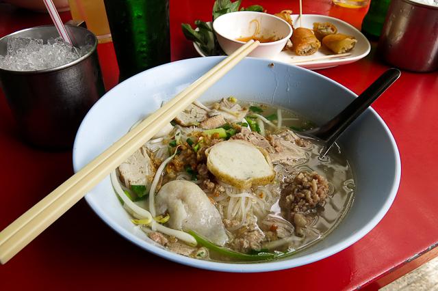 Nouilles chez les locaux - Bangkok, Thailande