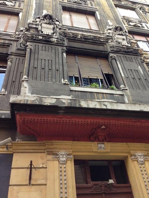 Un aperçu des façades délabrées mais si belles de Budapest