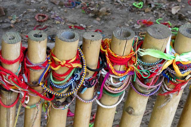 Bracelets en mémoire des victimes - Killing Fields - Phnom Penh, Cambodge