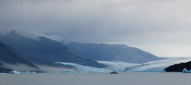 Glacier au loin - Cruceros MarPatag - El Calafate, Argentine