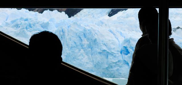 Nous passons très près des glaciers - Cruceros MarPatag - El Calafate, Argentine