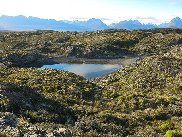 Vue d'un petit cratère sur l'Isla H - Ushuaia, Argentine