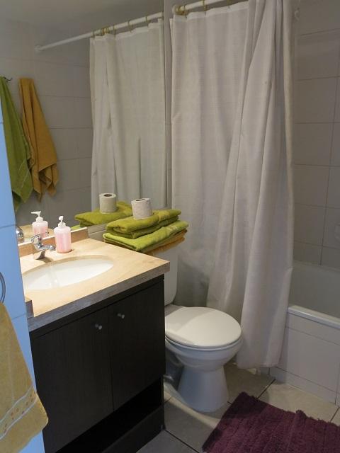 La salle de bains de notre appartement Wimdu à Santiago, Chili