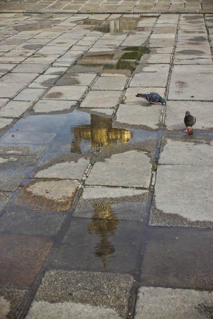 Reflet dans les rues de Paris - France