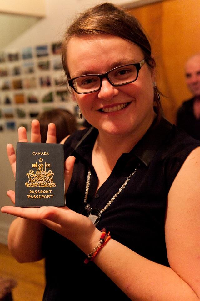 Retour de voyage - Jen et son passeport
