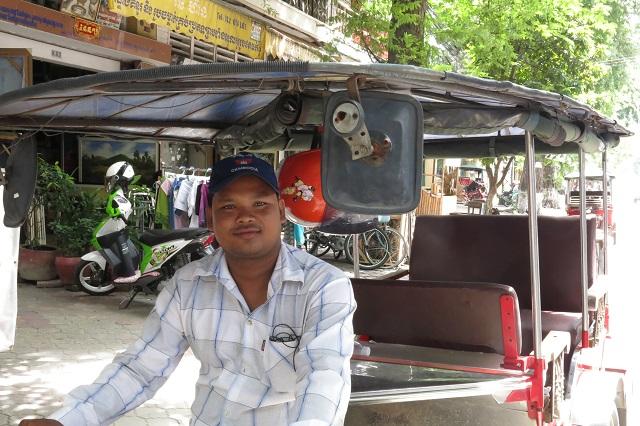 Le voilà mon chauffeur de tuk-tuk cambodgien