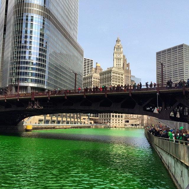 Chicago River pour la Saint-Patrick - Chicago, Illinois