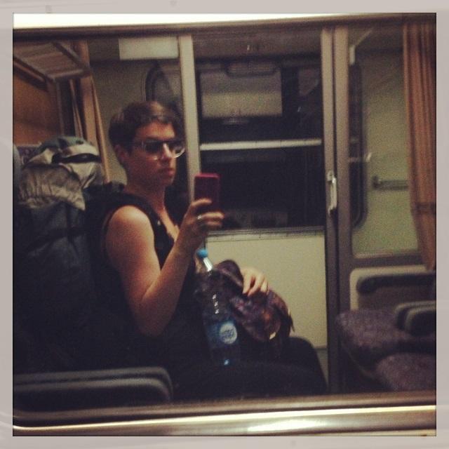 Voyageuse (moi) dans le train en Tchéquie