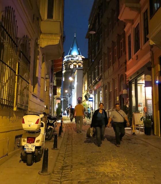 Vue sur la tour de nuit - Istanbul, Turquie