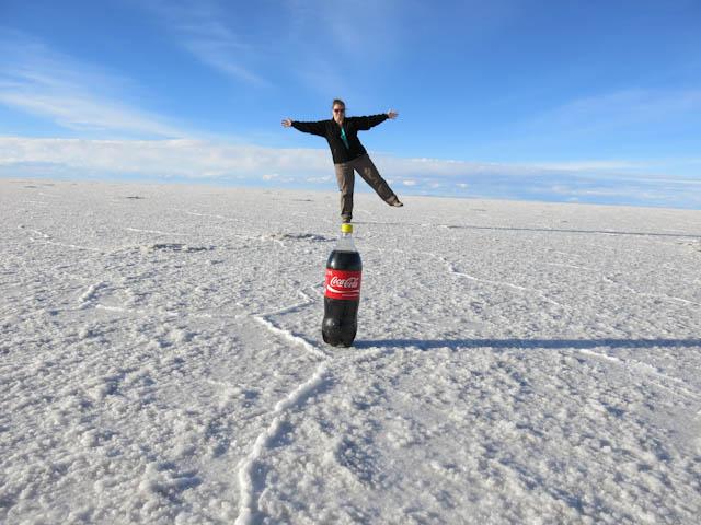 En équilibre - Désert de sel - Salar d'Uyuni, Bolivie