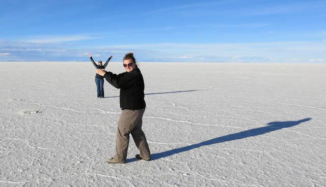 J'attrape Marie - Désert de sel - Salar d'Uyuni, Bolivie