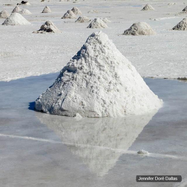 Petite pyramide - Désert de sel - Salar d'Uyuni, Bolivie