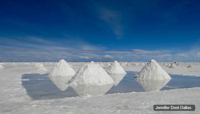 Ramassage du sel - Désert de sel - Salar d'Uyuni, Bolivie
