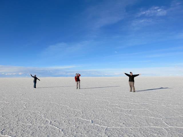 Trois filles - Désert de sel - Salar d'Uyuni, Bolivie