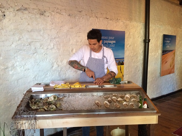 Cours d'ouverture d'huîtres avec Danny Smiles