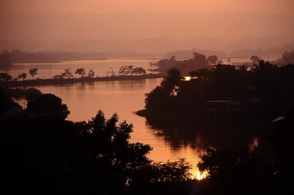Coucher de soleil à Rangamati au Bangladesh