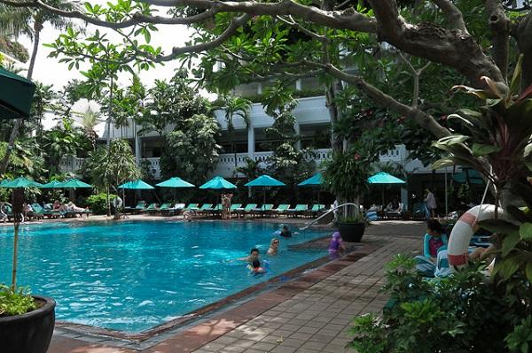 Cour intérieure et piscine - Anantara Riverside - Bangkok, Thailande