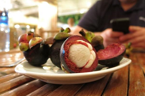 J'y ai goûté pour la première fois les mangoustines froides. Un délice!