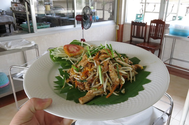 Le pad thai classique - Apple & Noi - Kanchanaburi, Thailande